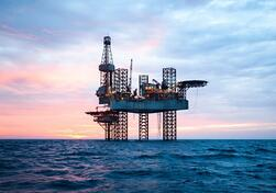 shutterstock_539854030 - oil rig for web